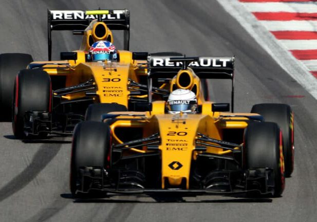 renault-f1-b-spec-engine-gives-more-power-in-canadian-gp