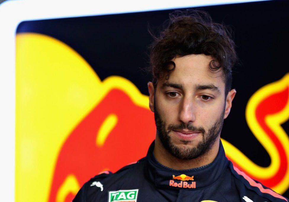 Daniel-Ricciardo-F1-2018-looking-down-and-sad