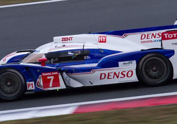 Toyota_TS030_Hybrid_(Alex_Wurz)_rear_2012_WEC_Fuji_FP2